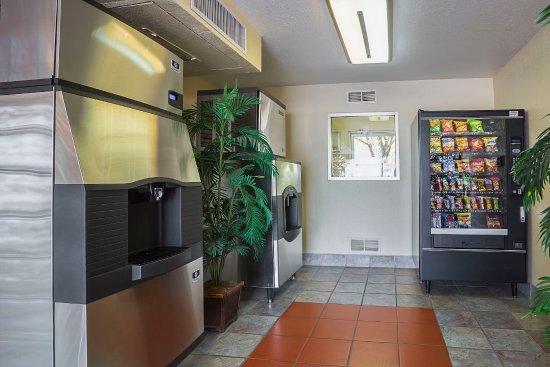 Motel 6 Holbrook: Vending