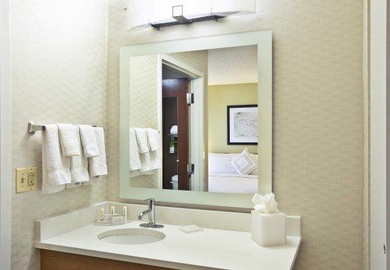 Burr Ridge, IL: Studio Suites Bathroom Vanity