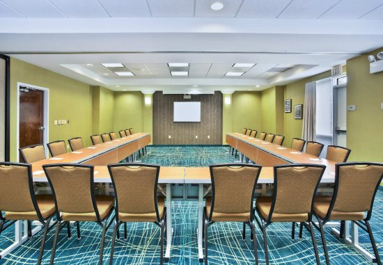 Burr Ridge, IL: Meeting Room - U-Shape Setup