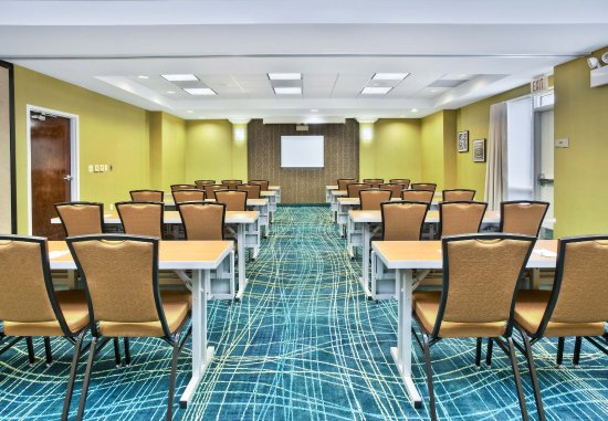 Burr Ridge, IL: Meeting Room - Classroom Setup