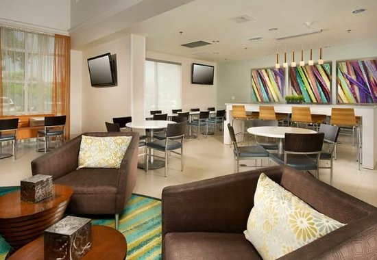 SpringHill Suites Miami Airport South: Lobby Sitting Area