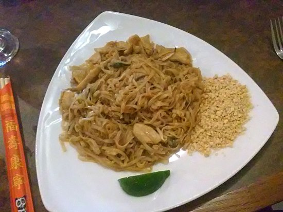 Lime Leaf Thai Fusion : Pad Thai with chicken