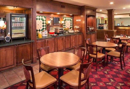 Eagan, MN: Breakfast Buffet