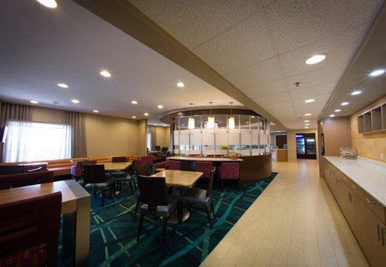 West Warwick, RI: Breakfast Dining Area