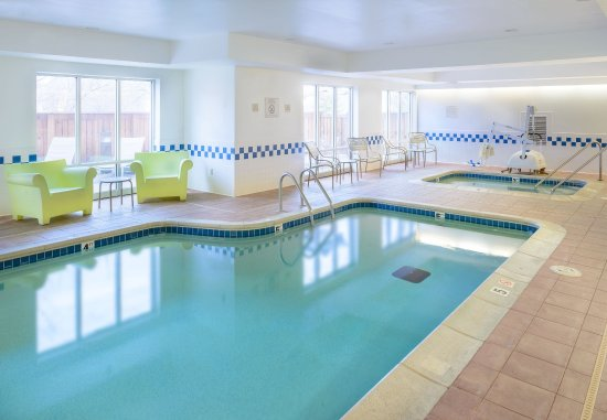 Chesterfield, MO: Indoor Pool and Hot Tub