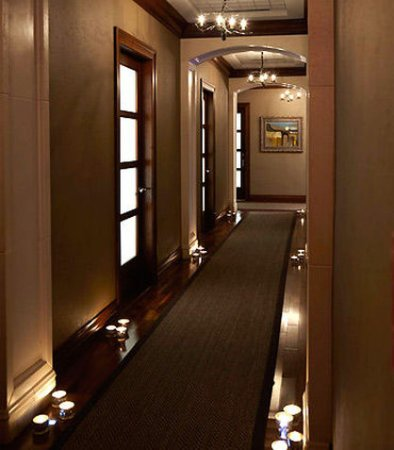 Pittsford, Nowy Jork: Spa at the Del Monte - Treatment Room Hallway