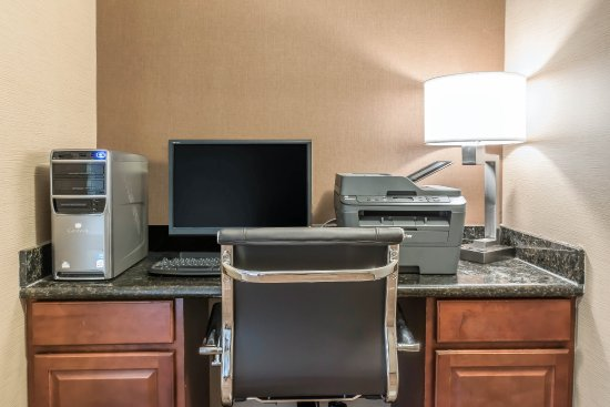 Comfort Inn Lancaster County: Business center