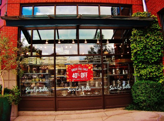Lake Oswego, OR: Window Of building with sale listed