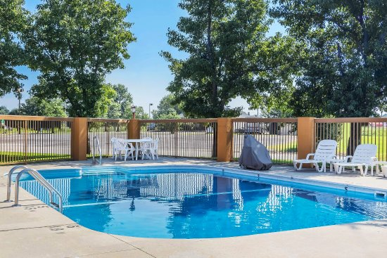 Charleston, MO: Outdoor Pool