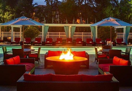 Pleasanton, كاليفورنيا: Outdoor Fire Pit