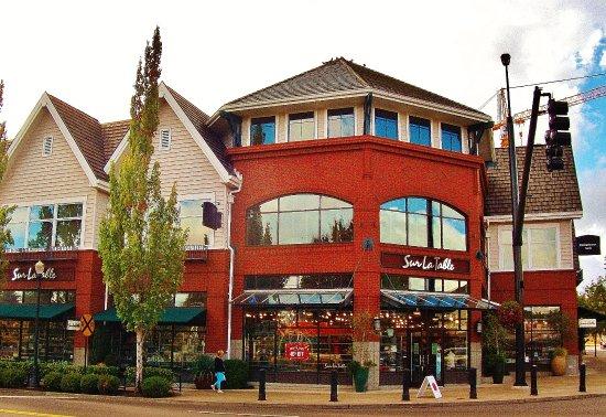 Sur La Table building in Lake Oswego
