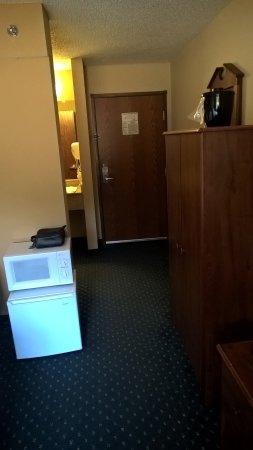 Jonesborough, TN: Microwave sitting on top of the refrigerator. Closet is self standing on right.
