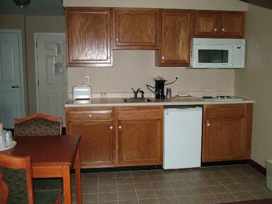 White River Junction, VT: 1 King Studio Suite Kitchenette