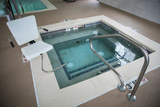 Holiday Inn Express Hotel & Suites Lexington- Downtown / University: Whirlpool