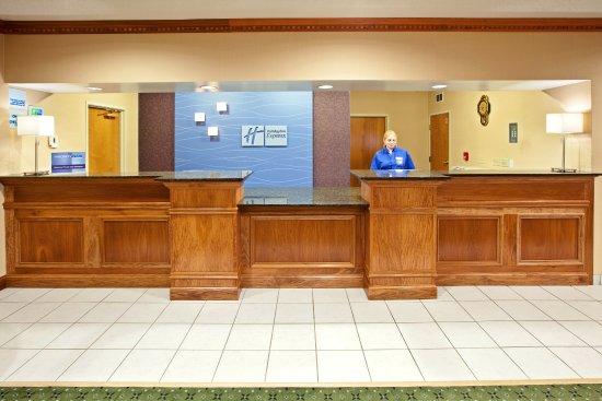 Holiday Inn Express & Suites Harrison: Front Desk