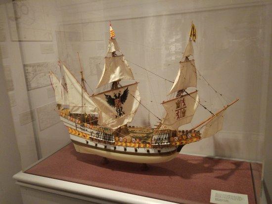 The Mariners' Museum & Park: Maqueta de la nao Victoria capitaneada por J. S. de Elcano.