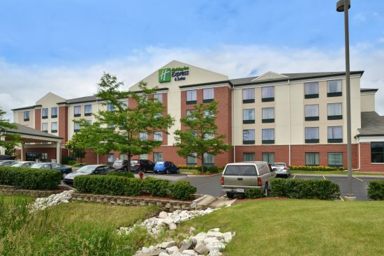 New Berlin, WI: Hotel Exterior