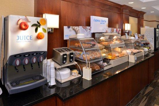 New Berlin, WI: Breakfast Bar