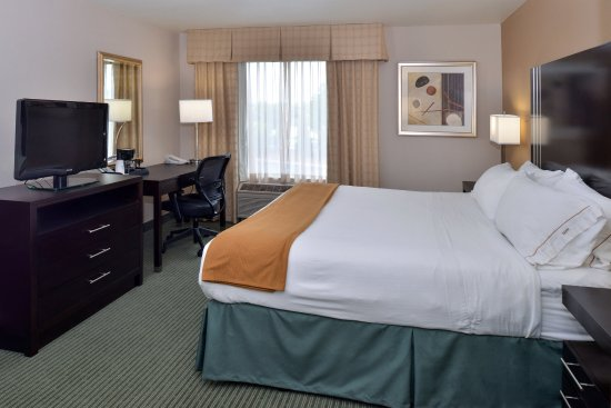New Berlin, WI: Accessible King Guest Room