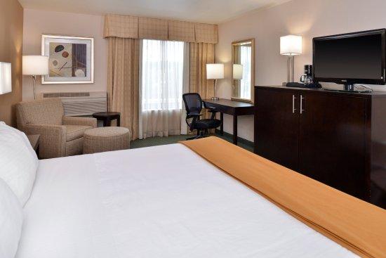 New Berlin, WI: Standard King Guest Room