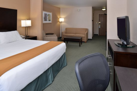 New Berlin, WI: Accessible King Suite