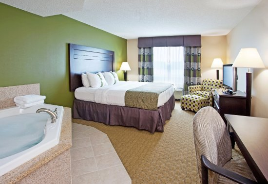 Holiday Inn Toledo/Maumee: King Bed Room with full size Jacuzzi Comfort