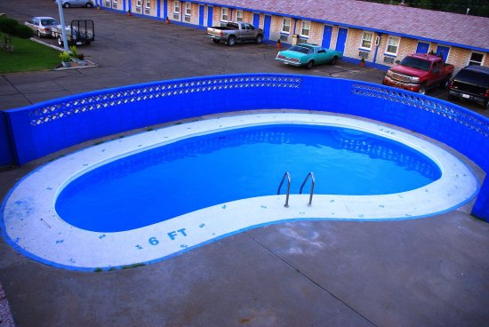 Lamar, CO: Outdoor Summer Pool