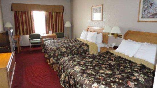 Clinton, MO: Standard room 2 queen beds