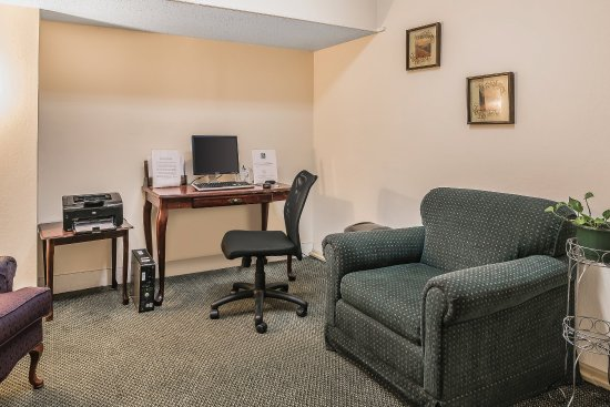 Quality Inn & Suites Albany Airport: Business Center