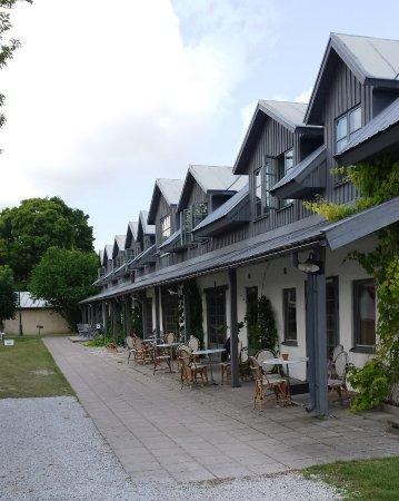 Stanga, Sverige: a piano terra gli uffici del gof-club, bar e ristorante, sopra le camere