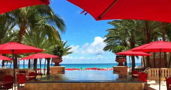 Acqualina Resort & Spa on the Beach: Fountain View