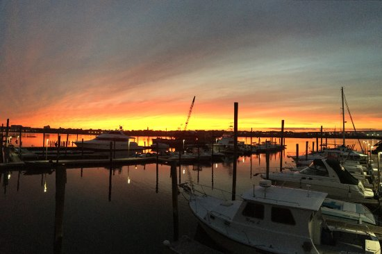 South Shore Bar & Grill: Beautiful sunset from the back of our restaurant