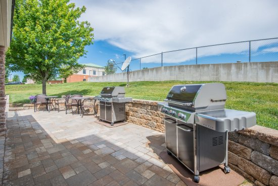 Jefferson City, MO: Feel free to grill your dinner while you relax in the pavilion!