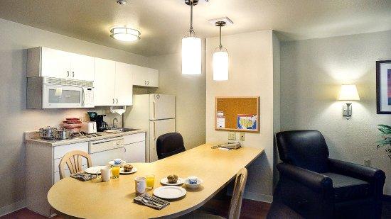 Round Rock, TX: One Bedroom Suite Kitchen