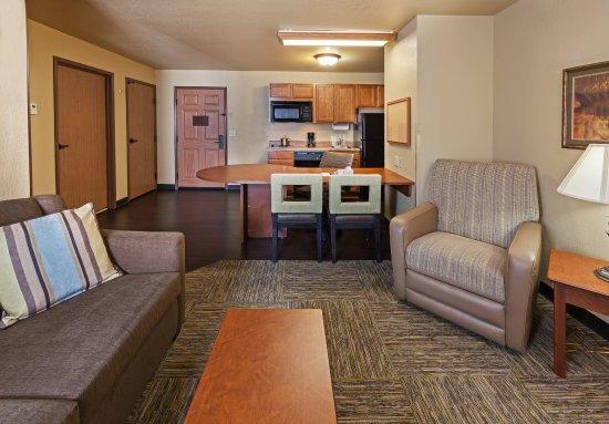 Saint Robert, MO: One Bedroom Suite