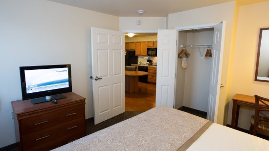 Joplin, MO: King Bed Suite