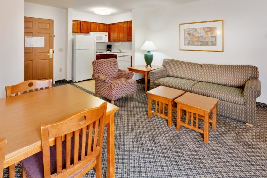 Staybridge Suites Allentown Bethlehem Airport: Living Room Area for Two Bedroom/Two Bathroom Suite