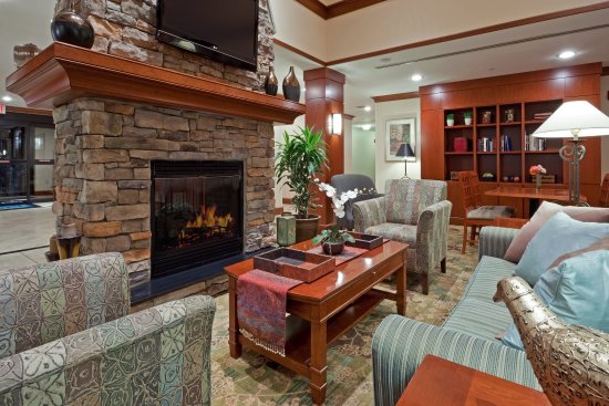 Glen Mills, PA: Relax by the warm fire and watch TV, read or surf the internet!
