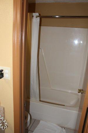 Milledgeville, GA: clean bathroom/showers, hot water, great