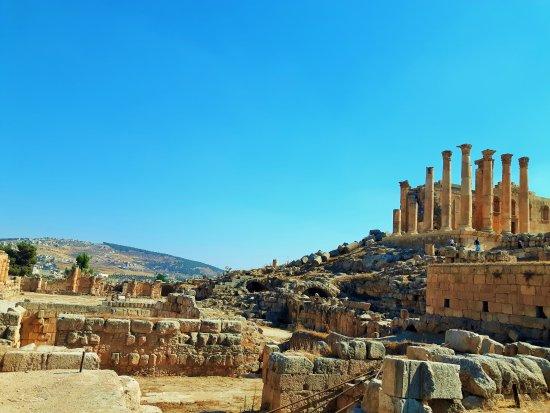 ซากปรักหักพังเยราช: A view of Jerash.