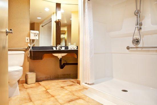 Langley, Canada: Wheelchair Accessible Bathroom