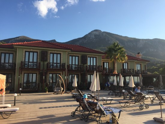 Bella View Art Boutique Hotel: Poolside area and bar