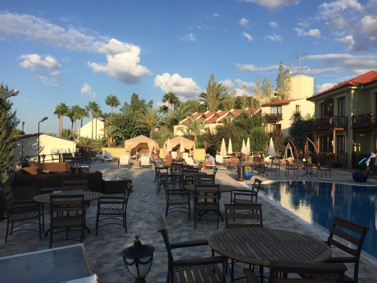 Bella View Art Boutique Hotel: Poolside area - quiet and comfortable