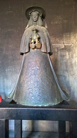 """Almonte, Spagna: la Madonna """"nera"""" che viene venerata qua a El Rocio"""