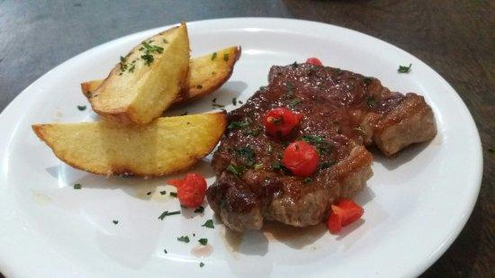 Pirauba, MG: Almocei no Restaurante rei da costela um contrafile macio e muito suculento