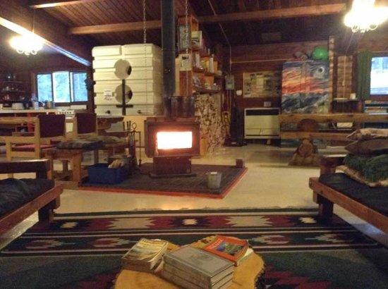HI Athabasca Falls Wilderness Hostel : Lounge