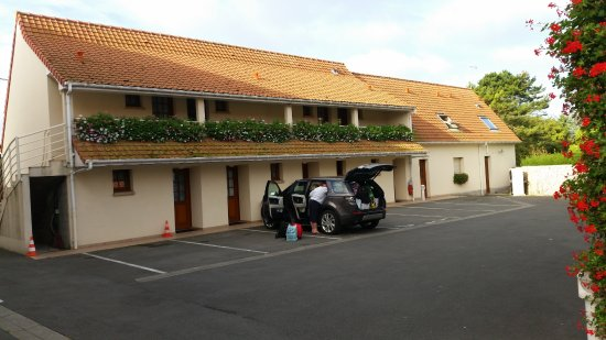 Escalles, ฝรั่งเศส: The 'motel-like room. Park outside. Think this deluxe!
