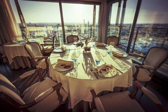 Hotel Sevilla Center: Restaurante Panorámico Al-Zagal
