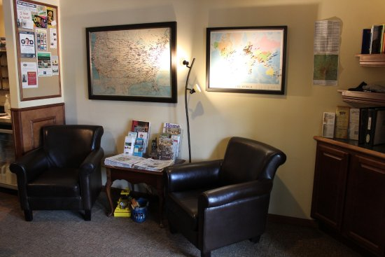 Peterborough, Nueva Hampshire: Comfortable seating in our Registration Lobby