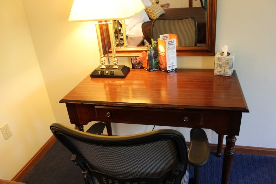 Peterborough, NH: All rooms feature a desk and ergonomic chair